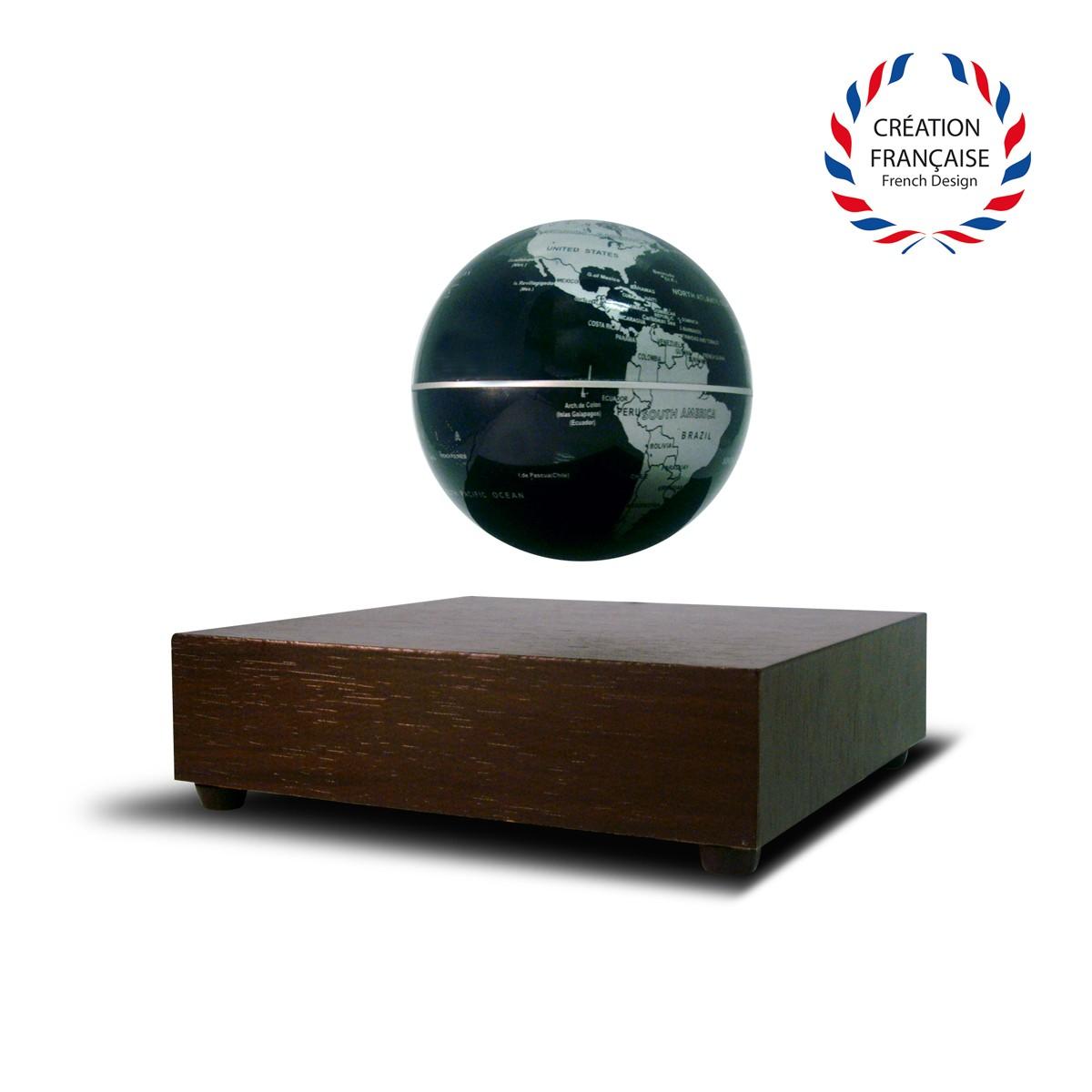 globe terrestre flottant avec base l vitation en bois sur logeekdesign. Black Bedroom Furniture Sets. Home Design Ideas