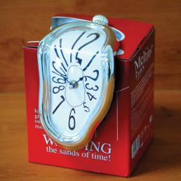 Horloge Dégoulinante Chiffres Numéraires