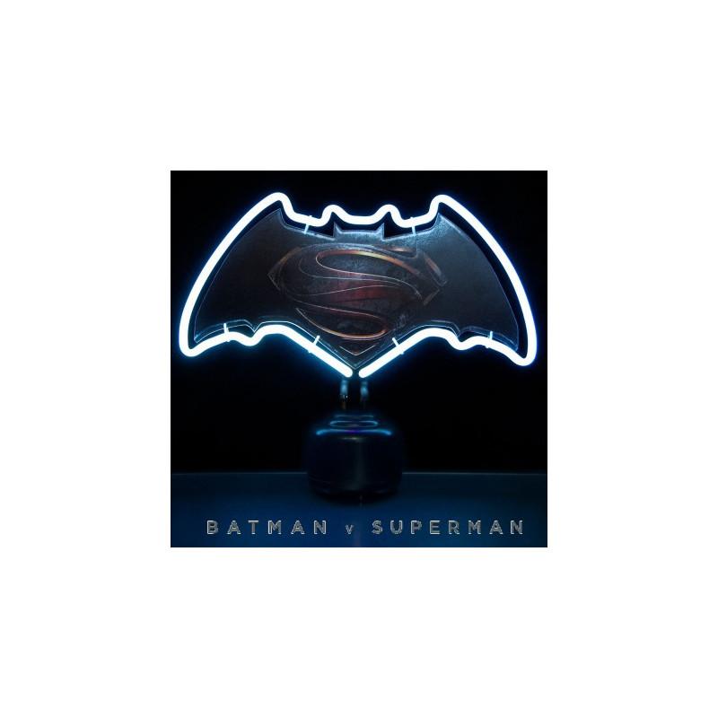lampe d co geek batman vs superman avec n on blanc sur. Black Bedroom Furniture Sets. Home Design Ideas