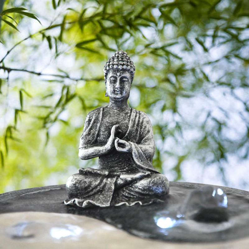 fontaine zen yin yang avec une statuette de bouddha sur