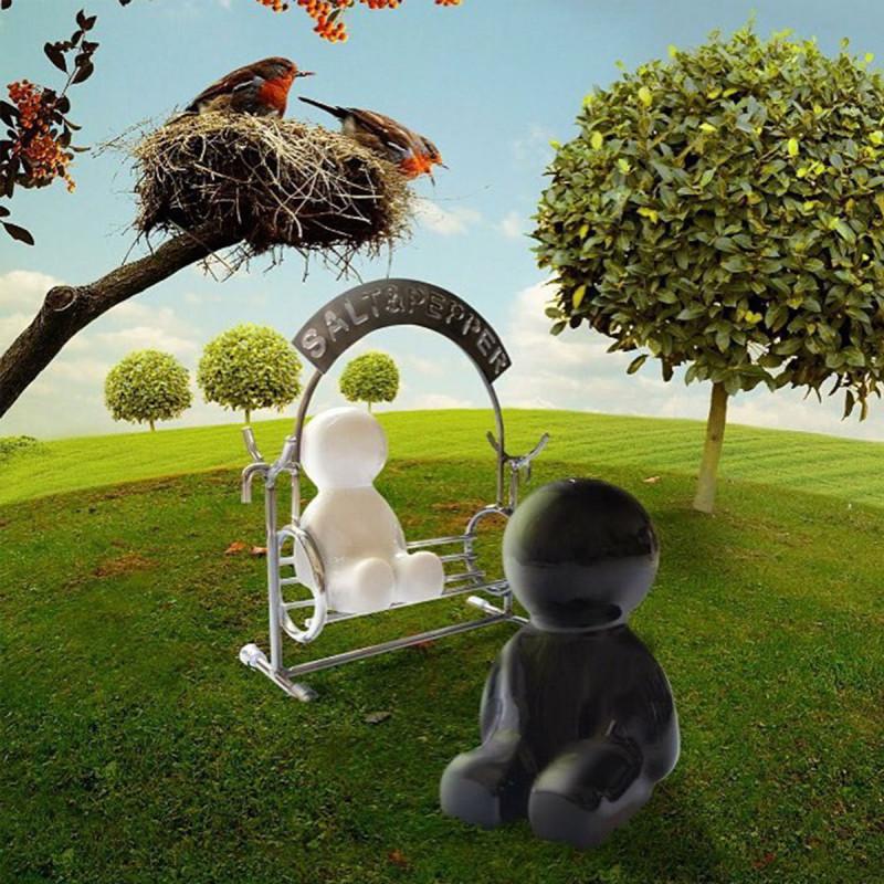 sali re et poivri re originale avec personnages sur balan oire sur logeekdesign. Black Bedroom Furniture Sets. Home Design Ideas