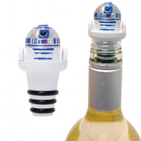Gardez votre bouteille entamée à l'abri avec cet amusant petit bouchon Star Wars R2D2. R2D2 vous permettra en effet de prolonger la durée de votre vin ou de votre bière ! Tellement geek !