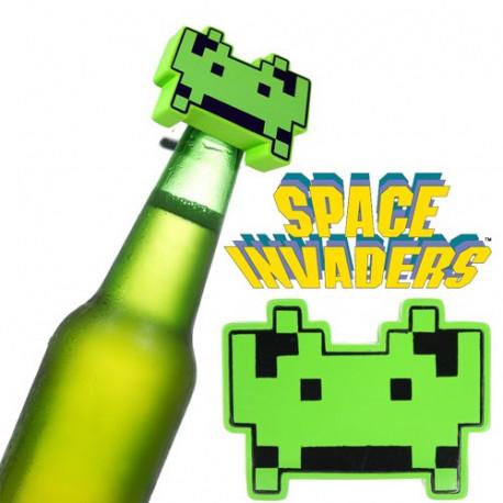 Quelle meilleure façon de déguster une bière glacée qu'avec ce décapsuleur Space Invaders ultra-cool ! Il ajoutera sans aucun doute une touche fun et humoristique lors de vos apéritifs entre amis geek…