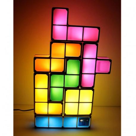 Assemblez les blocs multicolores lumineux pour créer votre propre lampe Tetris ! Cet objet décoratif à la fois insolite, geek et design ne passera pas inaperçu dans votre intérieur... Une idée cadeau geekissime !