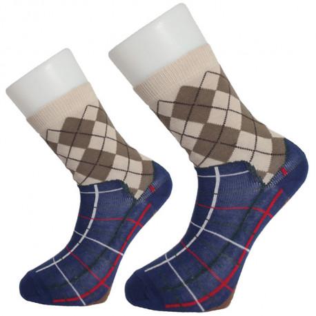 Créez l'illusion avec cette paire de chaussettes à l'imprimé de pantoufle de grand-père ! Assumez votre côté « bien dans mes charentaises » à la maison en adoptant ces chaussettes chaussons de papy…
