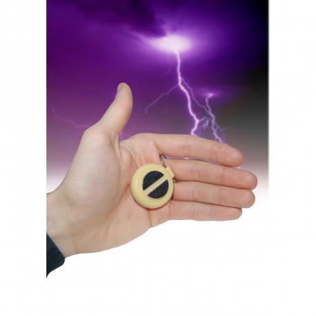 Faites frissonner vos amis en leur offrant une poignée de main sympathique mais électrisante ! Ce gadget insolite est l'une des farces et attrapes les plus humoristiques...