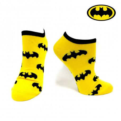 Endossez le rôle du super-héros de Gotham City avec ces chaussettes basses qui mettent à l'honneur l'emblématique logo de Batman : la chauve-souris est de sortie !