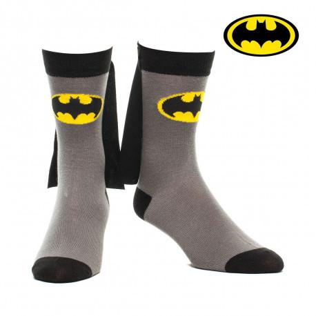 Vous avez toujours eu envie de vous mettre dans la peau du super-héros Batman ? Enfilez ces chaussettes équipées de capes et portez secours à ceux qui en ont besoin... Nul doute que ces accessoires sous licence officielle DC Comics permettront de vous démarquer !