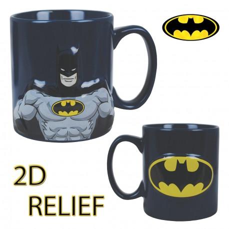 Egayez vos réveils sous le signe de l'homme chauve-souris : Batman est en effet à l'honneur sur ce mug en céramique en deux dimensions ! D'un côté, le personnage en relief et de l'autre côté le logo lui-aussi en 2D ! Un cadeau so geek...