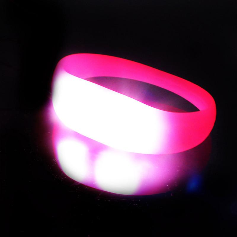 bracelet lumineux blink bandz accessoires lumineux originaux sur. Black Bedroom Furniture Sets. Home Design Ideas