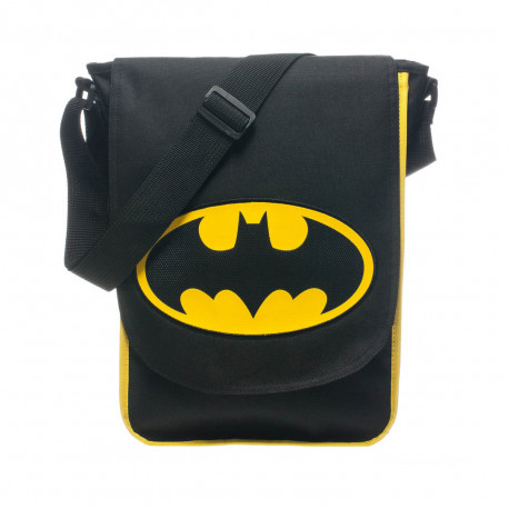 Cette sacoche 100 % produit officiel met à l'honneur le logo de Batman : la mythique chauve-souris ! Vous pourrez transporter avec vous tous vos gadgets de super-héros du quotidien... Un accessoire fashion so geek !