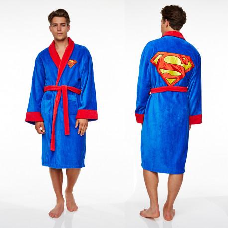 Voilà un peignoir Superman qui ira parfaitement à tous les geeks qui assument leur côté super-héros ! Indispensable à toute garde-robe d'un fan du mythique comics... Qu'on se le dise : le super-héros de la salle de bain, c'est bien vous !