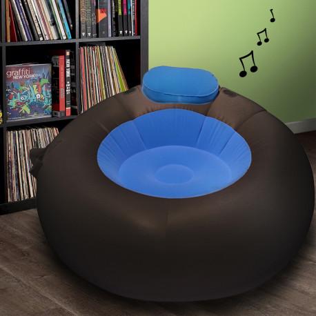 Profitez d'un voyage sonore et décontracté en vous installant confortablement dans ce pouf gonflable musical ! Design et technologie sonore sont de la partie pour profiter pleinement de cet objet hautement geek…