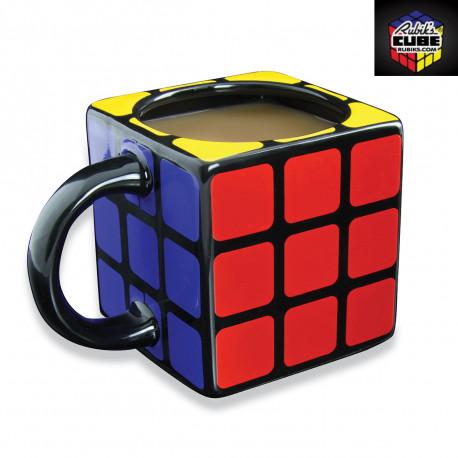 Aucune prise de tête avec ce mug en trois dimensions mettant à l'honneur le Rubik's Cube ! Le mythique casse-tête des années 80 revient au petit-déjeuner avec cette tasse so geek !