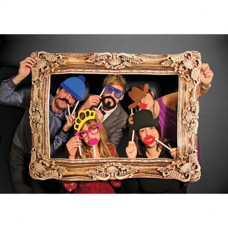 Adoptez ces accessoires pour photos drôles et originaux pour ajouter du fun à vos soirées ou votre mariage ! Grand cadre, bouches, chapeaux ou moustaches seront à l'honneur pour personnaliser vos photos de manière décalée !