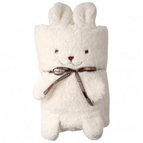 ce petit lapin trop mignon à double fonction : à la fois doudou tout doux et couverture moelleuse à souhait