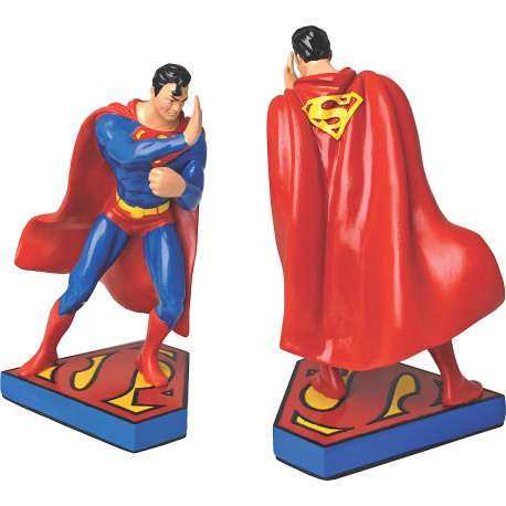 Superman va garder efficacement votre collection de comics avec ces serre-livres à l'effigie du super-héros de DC Comics ! En résine, cet objet déco geek est celui qu'il vous faut…