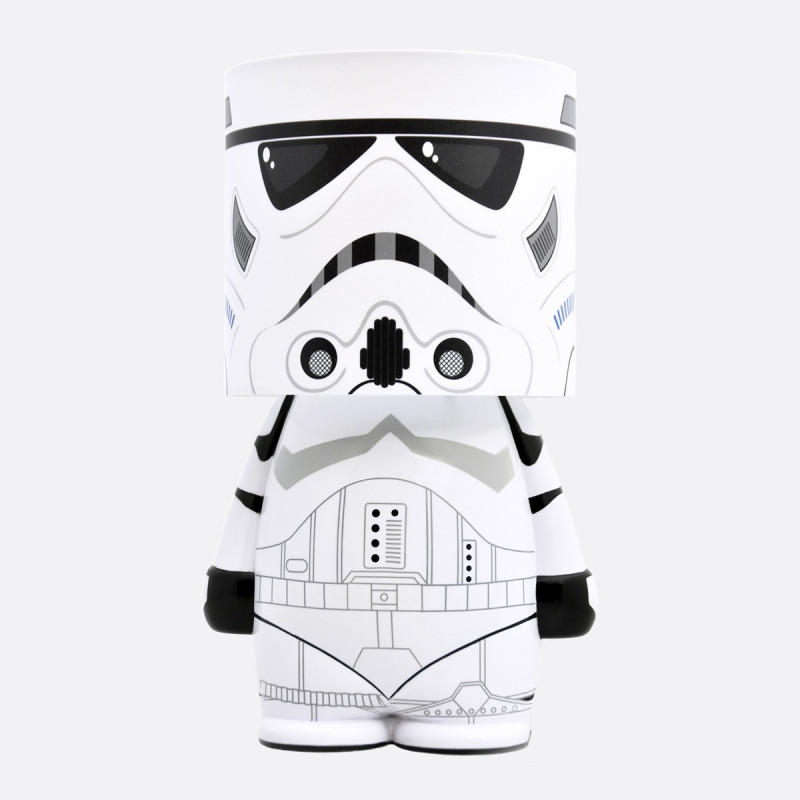 Rejoignez le côté obscur avec cette lampe d'ambiance Star Wars ultra geek ! A l'effigie d'un mythique Stormtrooper, cette lampe de chevet ajoutera une touche résolument geek à votre intérieur…