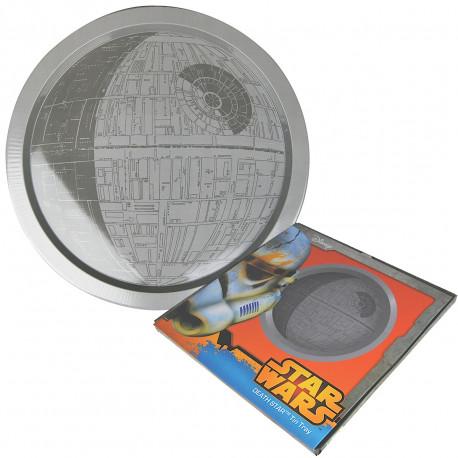 Toute la puissance de l'Empire Galactique sera avec vous grâce à ce plateau métallique à l'effigie de l'Etoile de la Mort ! Ce cadeau Star Wars ultra geek très utile plaira aux fans inconditionnels…