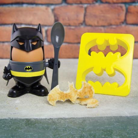 Mangez vos œufs à la coque de manière totalement geekissime avec ce kit coquetier/cuillère/tampons-toasts Batman