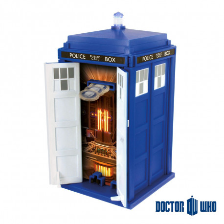 Voici une tirelire ultra geek qui reprend trait pour trait le design du Tardis de la série so british Doctor Who !