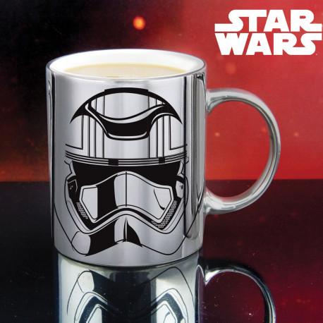 ce mug chromé en céramique révèle le casque du Capitaine Phasma
