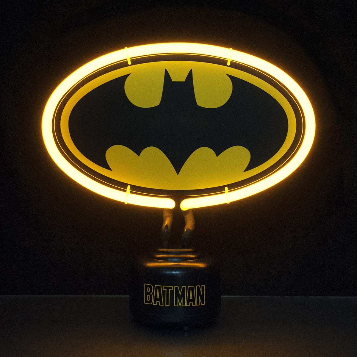 luminaire design avec n on l 39 effigie de batman sur logeekdesign. Black Bedroom Furniture Sets. Home Design Ideas