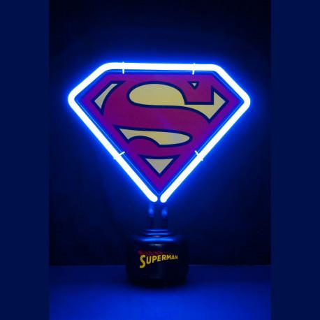 Cette lampe néon Superman logo est le cadeau parfait résolument geek qu'il vous faut