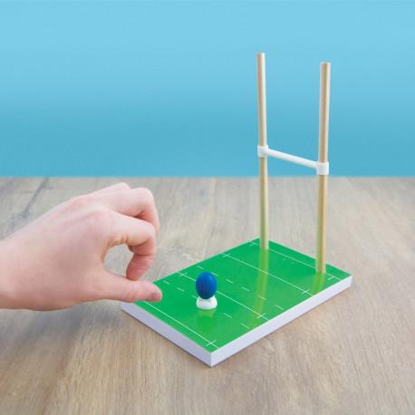 Ce kit de bureau rugby avec bloc-notes, poteaux avec crayons de papier, gommes en forme de ballons de rugby