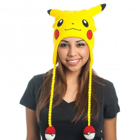 Les fans inconditionnels de Pokémon vont succomber au charme de ce bonnet Pikachu geekement fashion avec ses oreilles et ses Pokéballs au bout des tresses