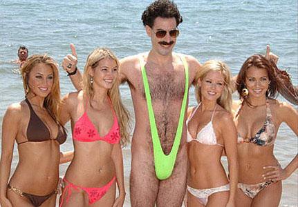 Difficile de passer inaperçu avec le Borat Mankini... Cadeau d'enterrement de vie de jeune garçon, accessoire indispensable pour une soirée costumée minimaliste ou défi à relever cet été sur la plage, une chose est sûre avec ce maillot de bain Borat : une bonne tranche de rigolade garantie !